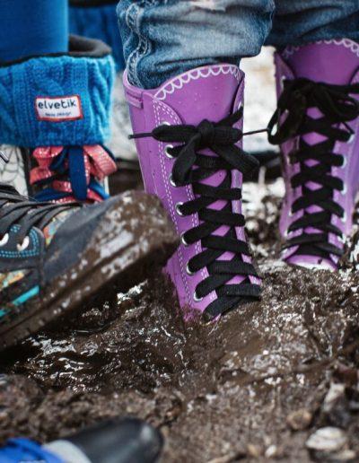 elvetik bottes en caoutchouc dans la boue